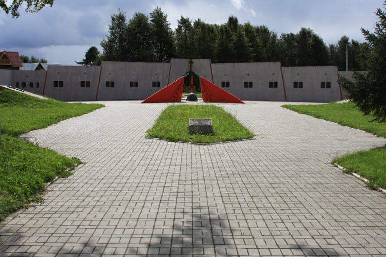 площадь перед Танковым музеем